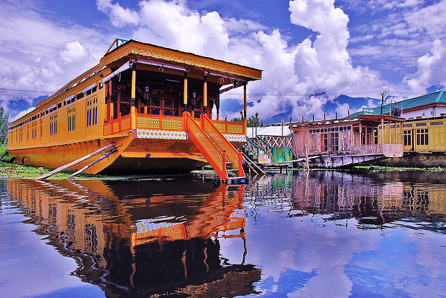 Dal-Lake-House-Boat