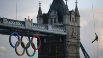 Olympic torch reaches london