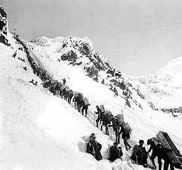 Thousands on ChilkootPass during the klondike gold rush