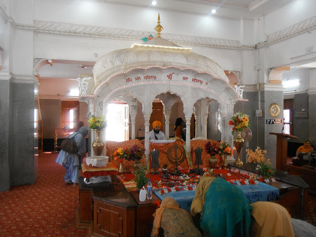 Sikhs praying in gurudwara