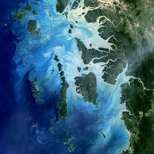 In Burma(Myanmar), along the border with Thailand, lies the Mergui Archipelago. The archipelago in the Andaman Sea is made up of more than 800 islands.