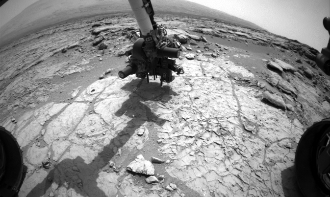 Curiosity drills Martian rock