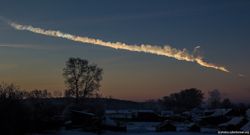 A huge meteorite flew over Urals and finally exploded above Chelyabinsk city