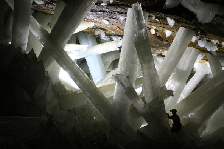 The cave of giant crystals