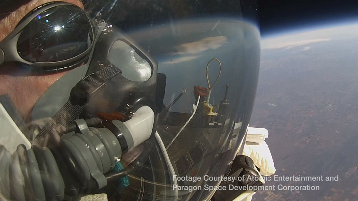 Alan-Eustace-jumps-from-stratosphere
