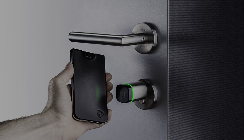 Connected door-lock, you can open with your mobile