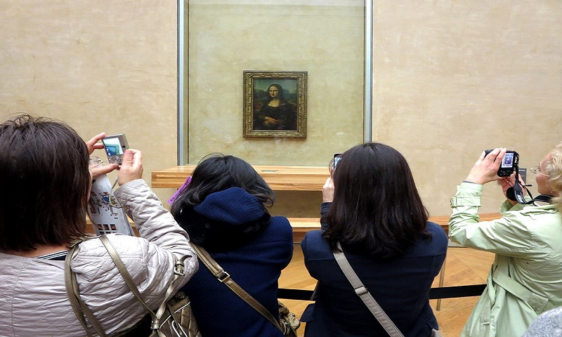 Leonardo da Vinci's painting Mona Lisa attracts huge crowds from all over the world to the Musee du Louvre in Paris, France, Image Credit: Flickr User David Stanley, via CC